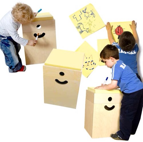 Arash and Kelly, mesa Little Genius, muebles infantiles originales, mesa con post-it gigantes