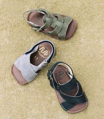 Para niños y niñas más mayores tienen también unos zapatos y sandalias  espectaculares. Consultad su página web para ver la colección y los puntos  de venta !