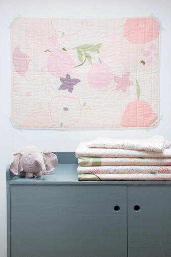 Mondaysmilk, estas mantitas o edredones tienen unos colores preciosos