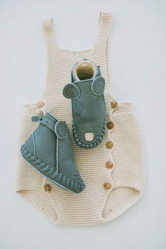 Este es un conjunto ideal para bebé para este otoño, tendremos que completarlo con unos buenos leotardos y una camisa o chaqueta y con los zapatos modelo ratoncito nos quedará chulísimo.