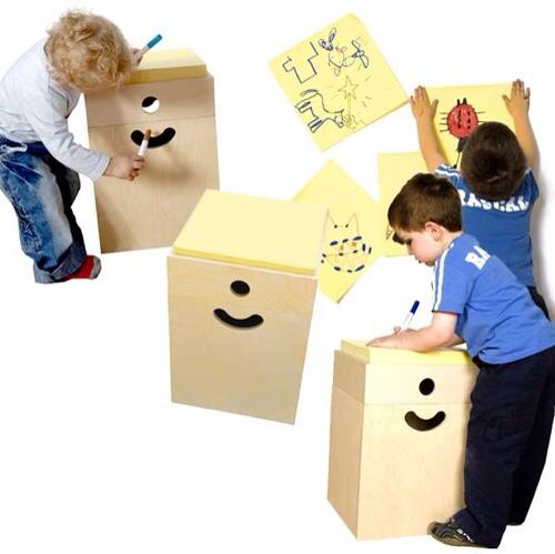 Arash and Kelly, mesa Little Genius, muebles infantiles originales, mesa con post-it gigantes