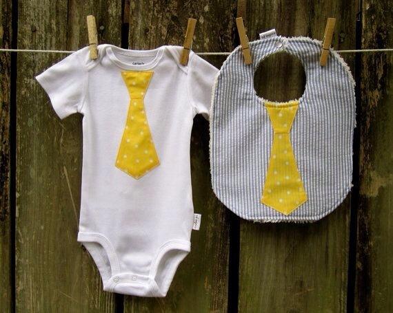 Moda y accesorios para bebé realizados a mano, tienda Etsy de Audra Jo, baberos y bodies originales