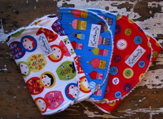 Baberos y toallitas artesanales para bebé en Etsy