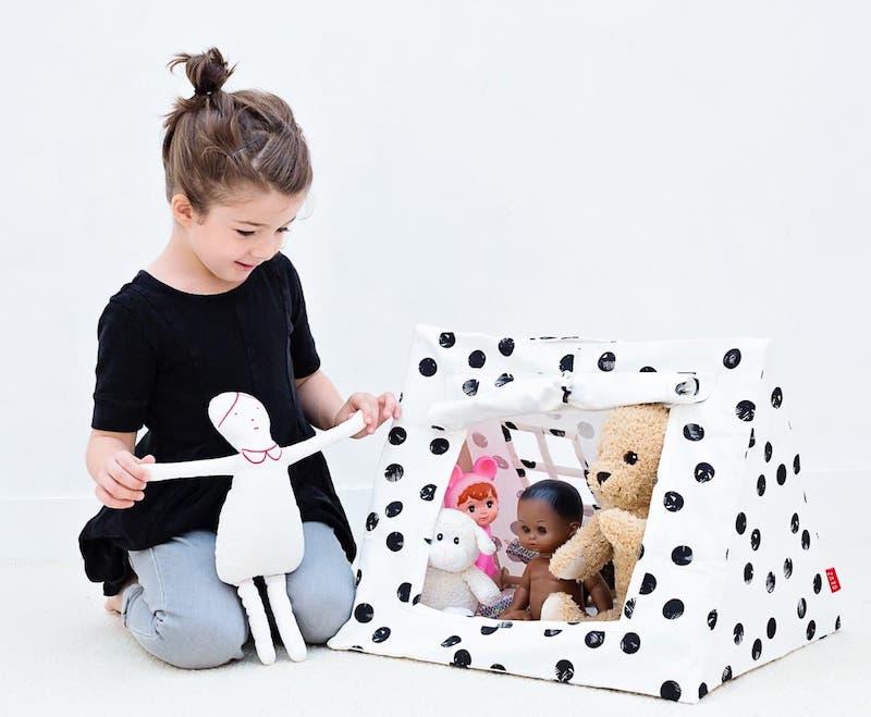 Deuz alfombras de juego y juguetes